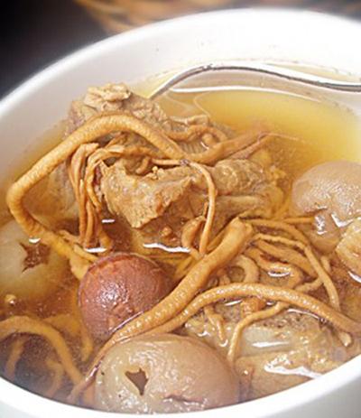 Món ăn đông trùng hạ thảo hạt sen long nhãn