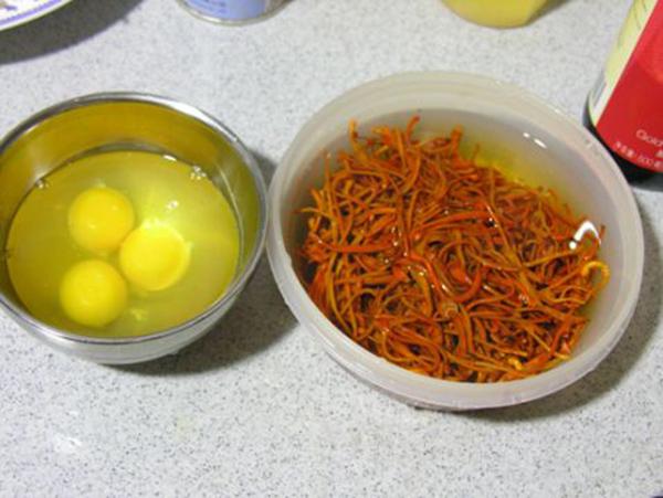 Nguyên liệu đông trùng hạ thảo xào trứng gà