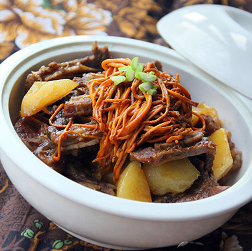 Món ăn sườn heo hầm đông trùng hạ thảo khoai tây