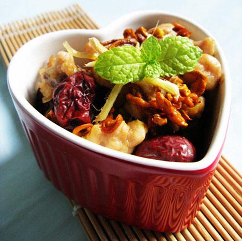 Món ăn đông trùng hạ thảo hấp đùi gà