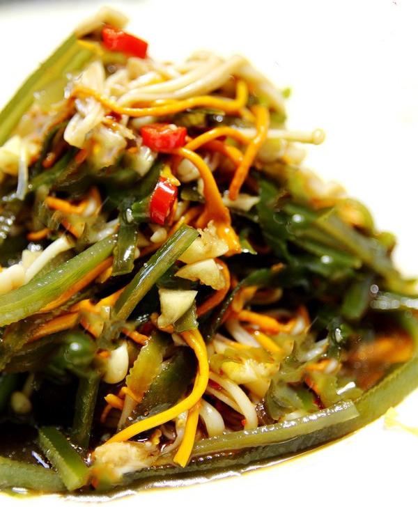 Món ăn đông trùng hạ thảo xào nấm kim châm