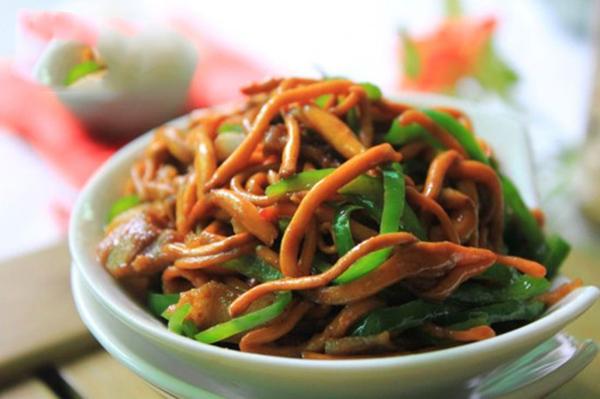 Món ăn đông trùng hạ thảo xào ớt chuông