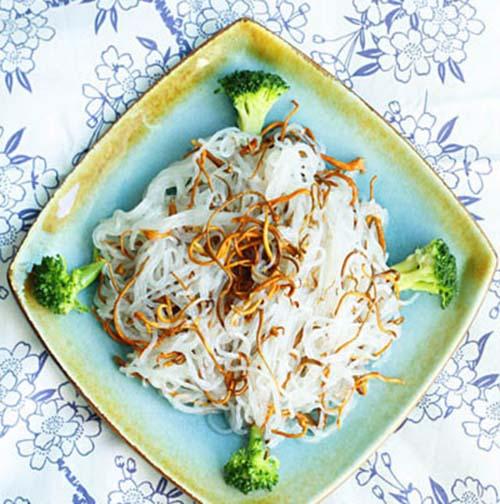 Món ăn Bún trộn đông trùng hạ thảo tươi