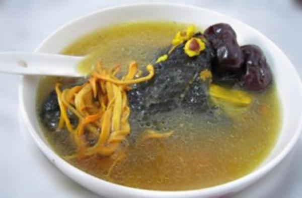Món ăn súp Đông trùng hạ thảo hầm gà ác táo tàu