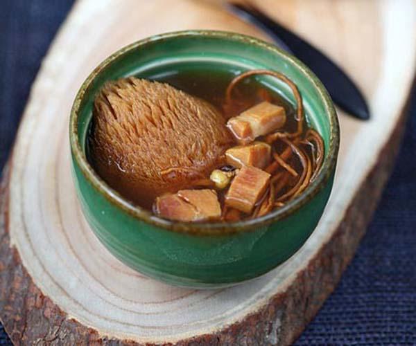 Món canh đông trùng hạ thảo nấm hầu thủ